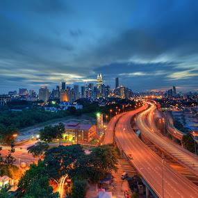 Kuala Lumpur by Zackri Zim's - City,  Street & Park  Vistas ( zackri zim's, d3000, vertorama, hdr, sunset, malaysia, nikon, kitlens, kuala lumpur )