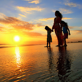 Sunset for 3 of Us by Alit  Apriyana - People Family ( holdings hands, mom with kids )