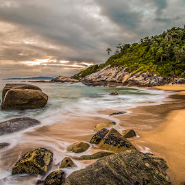 LE in Estaleiro beach by Rqserra Henrique - Landscapes Beaches ( clouds, brazil, dawn, le, rqserra, beach, rocks, longexposure )