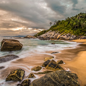 LE in Estaleiro beach by Rqserra Henrique - Landscapes Beaches ( clouds, brazil, dawn, le, rqserra, beach, rocks, longexposure )