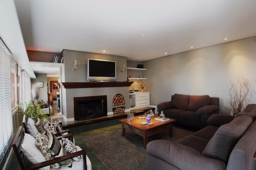 Casa de 4 dormitórios em Tristeza, Porto Alegre - RS