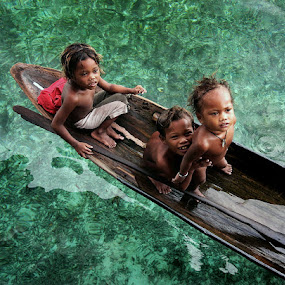 Sea Gypsies by Perak Man - People Street & Candids ( tribe, mabul, sea gypsy, children, malaysia, travel, people, perakman, island, sabah )