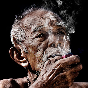 My cigarette.. by Hendrik Cuaca - People Portraits of Men ( senior citizen )
