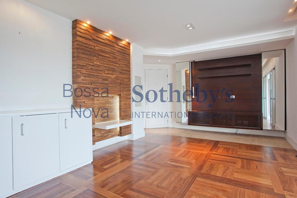 Apartamento em ótimo condomínio na Chácara Santo Antonio.