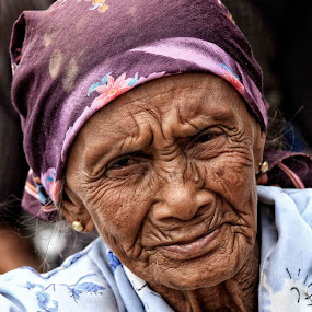 Nenek by Syf Talkie - People Portraits of Women ( old, old woman )