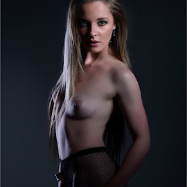 Nikki 4 by Clifford Els - Nudes & Boudoir Artistic Nude