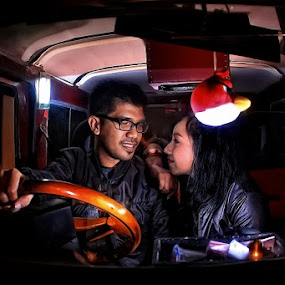 love in car by Roelz Marvin Hyde - People Couples