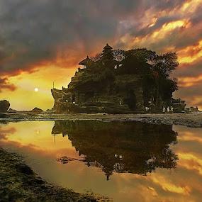 Tanah Lot Temple, Bali by Ketut Manik - Landscapes Waterscapes