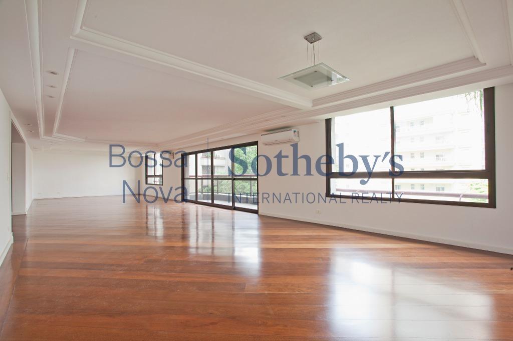 Amplo apartamento em ótimo condomínio próximo ao clube Pinheiros