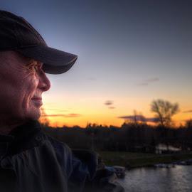 Okamžik západu slunce by Jana Vondráčková - People Portraits of Men