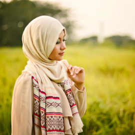 I feel comfortable in hijab by Fadli Muhammad - People Fashion ( fashion, model, feeling, beautiful, summer, muslimah, hijab )