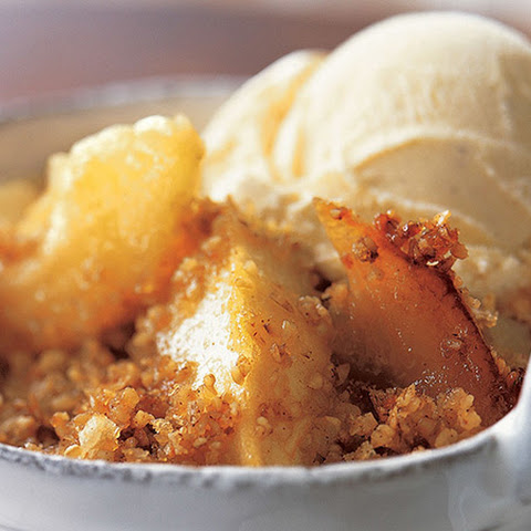 Celtic apple crumble with Irish whiskey cream sauce