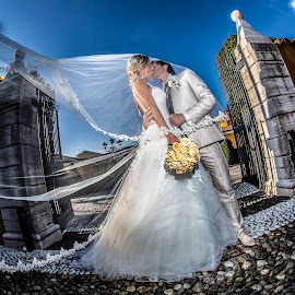 Lara e Roberto by Mauro Locatelli - Wedding Bride & Groom ( wedding dress, bride and groom, boucquet, kiss, maurolocatelli )