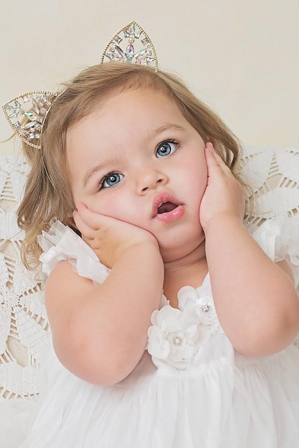 oh dear by Helena Lindgren - Babies & Children Child Portraits