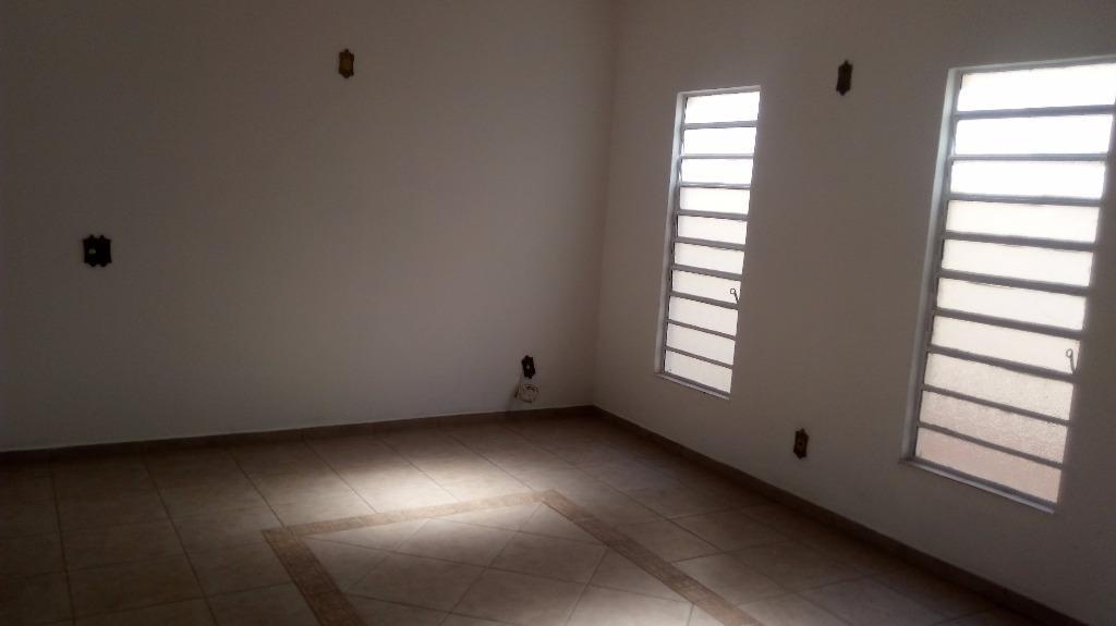 Casa com 3 dormitórios para alugar, 115 m² por R$ 1.950,00/mês - Jardim Europa - Bragança Paulista/SP