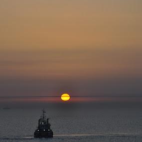 sunrise by Parasu Raman - Landscapes Sunsets & Sunrises