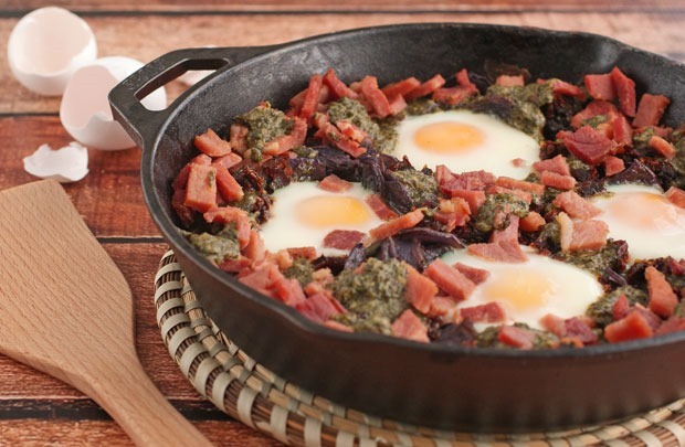 Skillet Baked Eggs with Potatoes, Pesto & Sun Dried Tomatoes Recipe ...