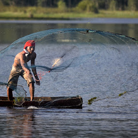 by Hendri Suhandi - People Street & Candids ( street, candid, fisherman )
