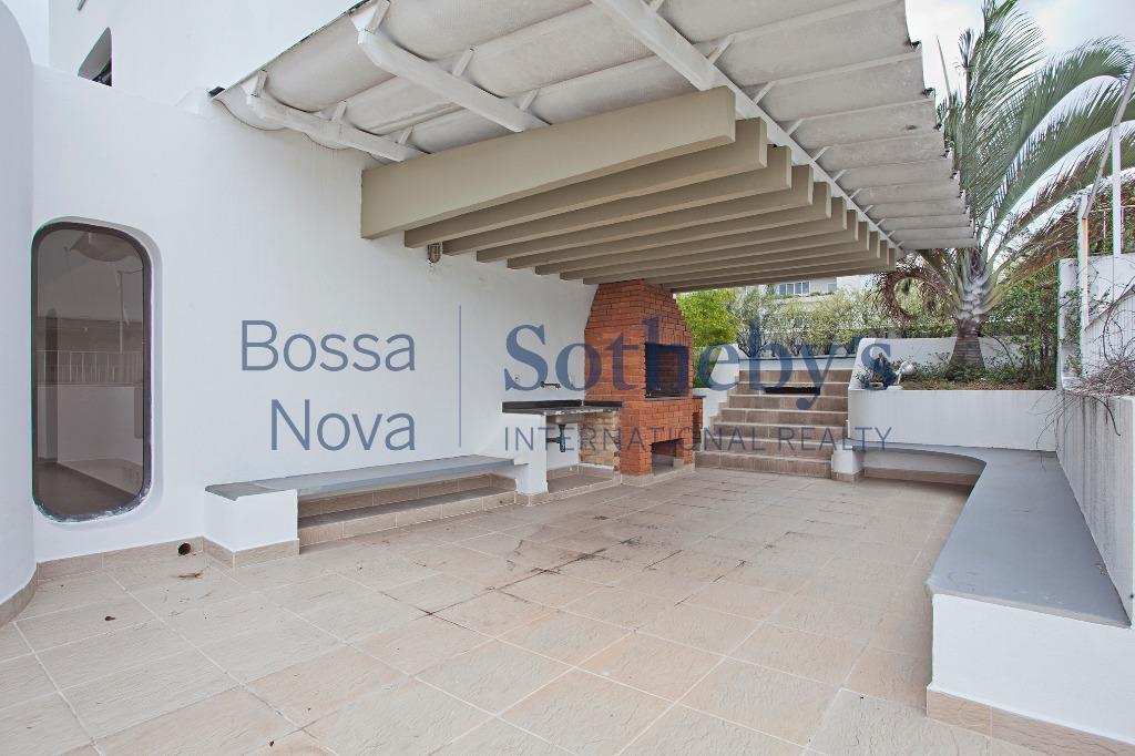 Cobertura com vista agradável e definitiva, para a parte residencial do bairro da Vila Nova, e para o parque do Ibirapuera.