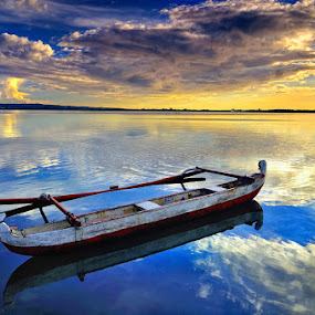 lonely boat by Herry Suwondo - Transportation Boats ( bali )