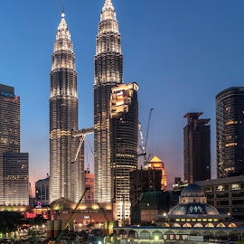 The Twin Tower by Che Supian Mohamad Nor - Buildings & Architecture Public & Historical ( zainy, zinie, karl, cheq, genx )