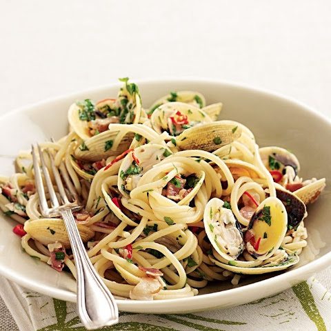 Spaghetti With Clams, Pancetta, Garlic And Parsley