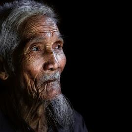 So far by Sơn Hải - People Portraits of Men ( ederly, asia, mood, vietnamese, vietnam, old man, people, portrait, asian )