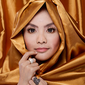 Azelin Azahari Potraiture  by Abu bakar Mohd tajudin - People Fashion