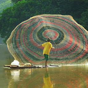 Catching fish  by Achepot Chepot - People Fine Art