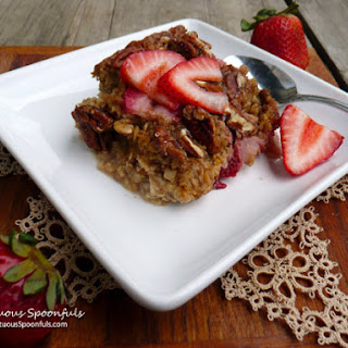 Strawberry Banana Pecan Baked Oatmeal