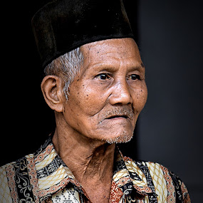 Portrait of Kerinci Old Man by Rony Nofrianto - People Portraits of Men ( indonesian old man, old man, old man and cap, man, portrait, portrait of old man )