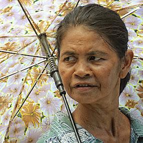putri payung by Anton Adhitian Nurgraha - People Street & Candids