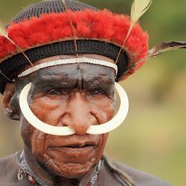 Wamena - Papua by Geoffrey Saturnus - People Portraits of Men