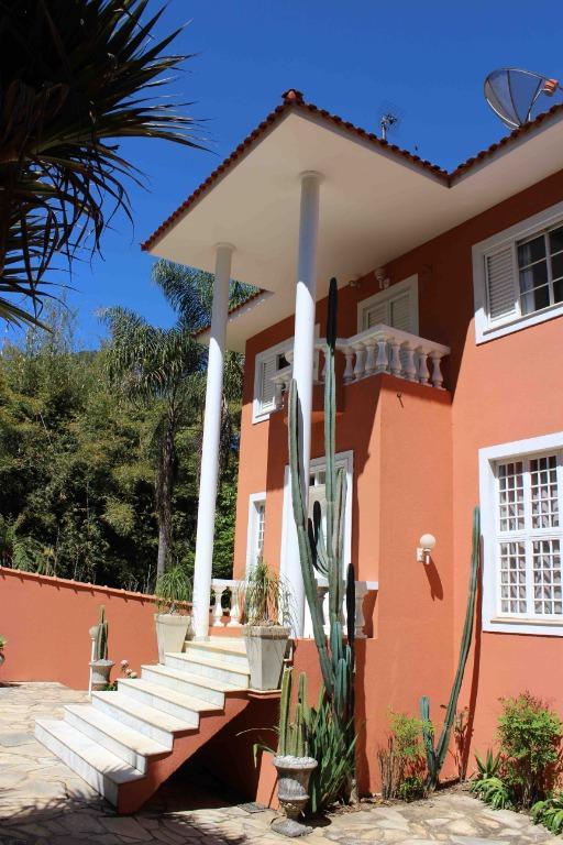 Poços de Caldas / MG - Linda Casa com Piscina Terreno 1.260m²  AC 400m²  03 Suítes  07 Vagas para Venda.