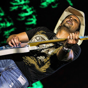 Brad Paisley @ O2 Arena, London by Anthony D'Angio - People Musicians & Entertainers ( country music, brad paisley )