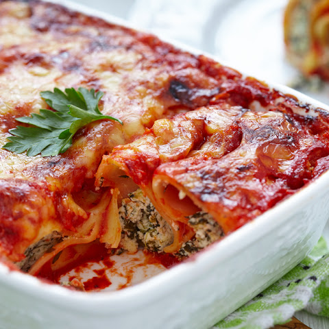 SPINACH MANICOTTI WITH TOMATO SAUCE