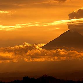 by Cristobal Garciaferro Rubio - Landscapes Mountains & Hills ( volcano, popo, mexico, puebla, popocatepetl, smoking volcano )