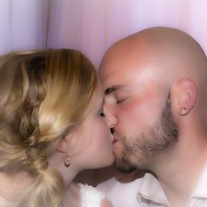 Steven-and-Ashley's-Kiss_HDRT.jpg