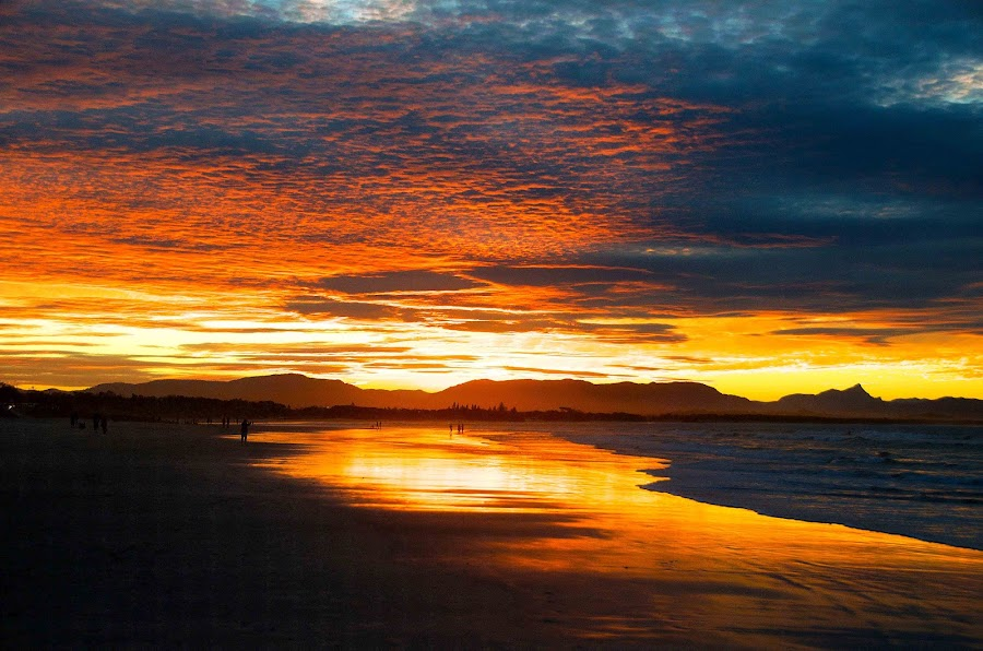 Byron Bay Sunset by Graham Nixon - Landscapes Sunsets & Sunrises ( water, waves, n, ocean, beach, people, sun, w, nature, s, byron bay, sunset, australia )