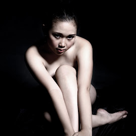 Sitting Beauty by Cahyo Photoart - Nudes & Boudoir Artistic Nude ( picoftheday, sexy, girl, beautiful )