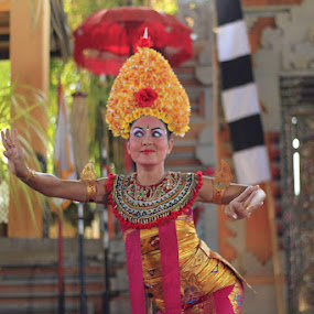 Penari Bali by Jemmy Kusnandi - People Street & Candids