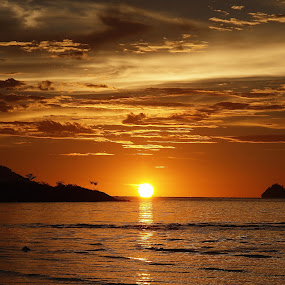 the beauty of sunset I by Mohd Shahrizan Taib - Landscapes Weather ( water, e-30, cloud, sea, beach, golden, sun, olympus )