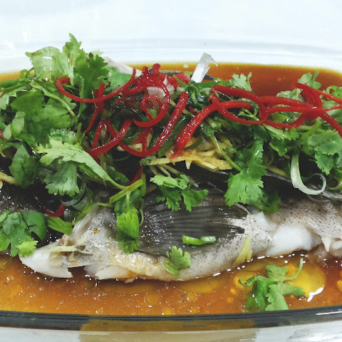 Cantonese Style Steamed Fish (粤式蒸鱼)