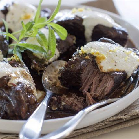 RED WINE-BRAISED SLOW COOKER SHORT RIBS