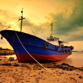 Stranded by Irwansyah St - Transportation Boats