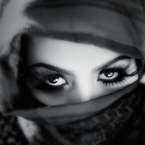 Arabian Beauty by Lan Saflor - People Portraits of Women
