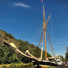 The last sailing old timer in Denmark, built in 1882 by Alf Winnaess - Uncategorized All Uncategorized