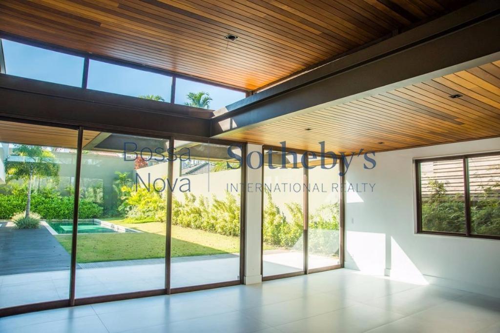 Fantástica casa recém construída no Malibu