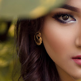 half face by Andy R Effendi - People Portraits of Women ( look, face, model, woman, beauty, nikon, portrait, surabaya )