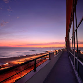 Sunset reflex... by Rui Catarino - Buildings & Architecture Office Buildings & Hotels ( reflexo, hotel costa da caparica, beach )